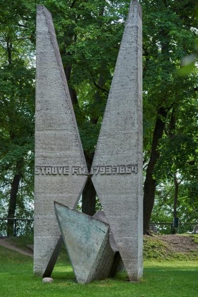 Monument commémorant l'opération géodésique de Wilhelm Struve (© H. Jopen)