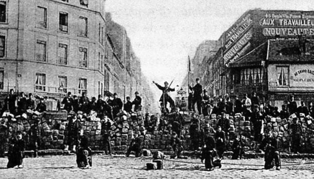 Une barricade de la Commune de Paris, le 18 mars 1871.